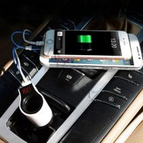 Autós szivargyújtó töltő, 12V 24V feszültségmérő, USB okostelefon töltő piros LED