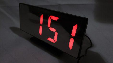Design asztali LED óra, tükrös asztali LED óra, piros LED